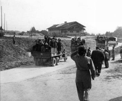 Survivors arriving at a Transit Camp