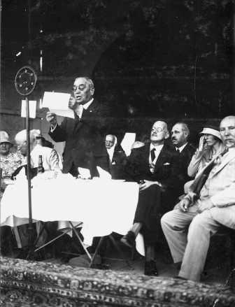Dizengoff, speaking at the 1932 Maccabiah (PHAL\1624672)