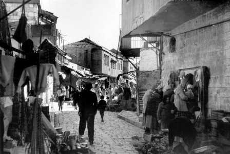 Mea Shearim, a view of the market in the thirties