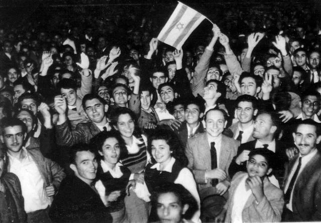 Celebrations in Tel Aviv after the announcement of the UN partition plan, 1947 (PHPS\1340112)